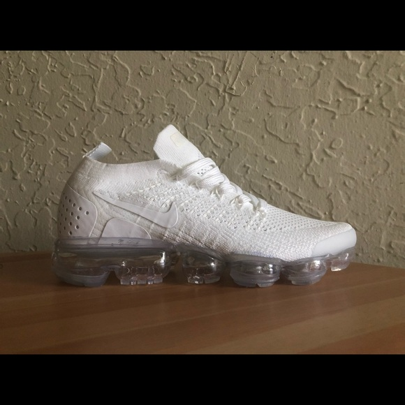 new style 9cbea 197ee Nike Air Vapormax Flyknit 2 white Women's Shoes NWT